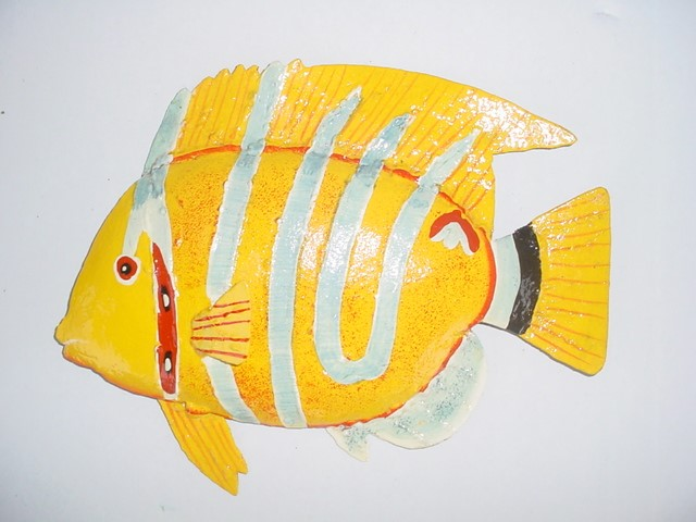 17in Silver Stripe Yellow Fish Wall Decor